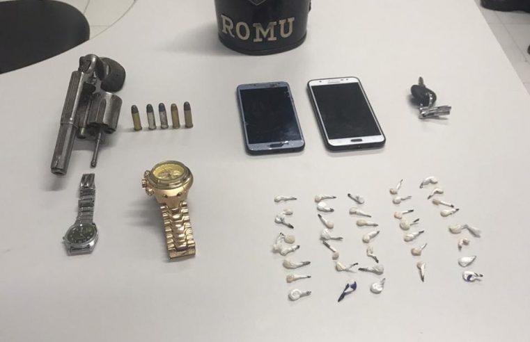Romu apreende armas e drogas na Vila São Carlos