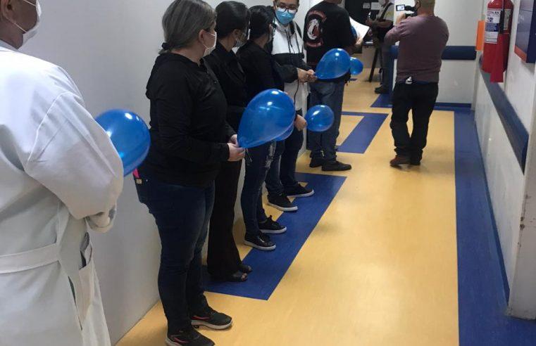 Técnica em Enfermagem tem alta do internamento por COVID-19 no Hospital Regional do Litoral