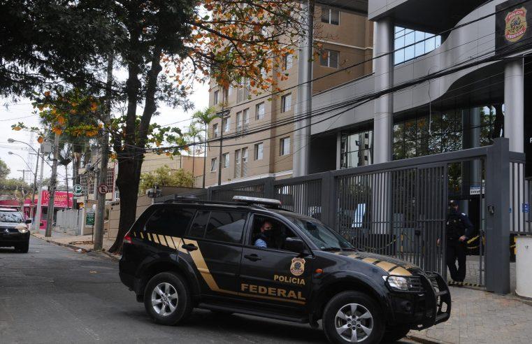 Filha de Queiroz interrompeu repasses logo após suposto vazamento de investigação à família de Bolsonaro