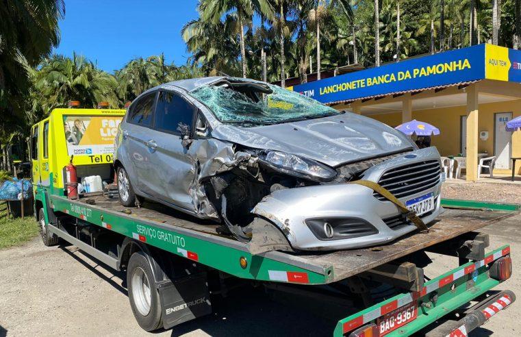 Suspeito de roubar carro em Matinhos capota na BR-277 e tenta roubar outro veículo na Serra do Mar