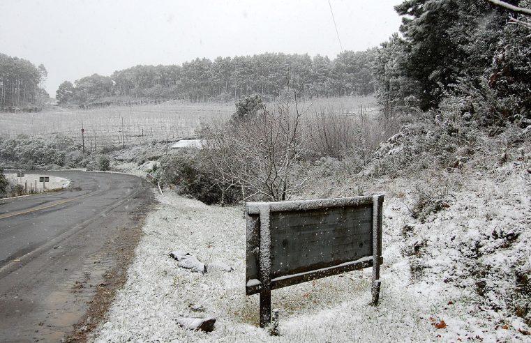 Previsão de neve eleva risco de acidentes e aglomerações no Sul e fecha pontos turísticos
