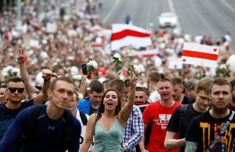 Greve contra líder autocrata da Belarus paralisa minas e programa de TV