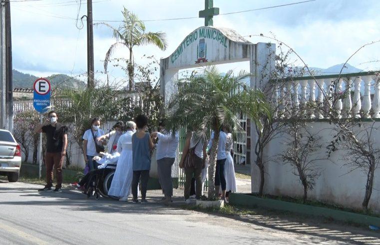 Duas das oito vítimas do trágico acidente da BR-277 são enterradas em Matinhos