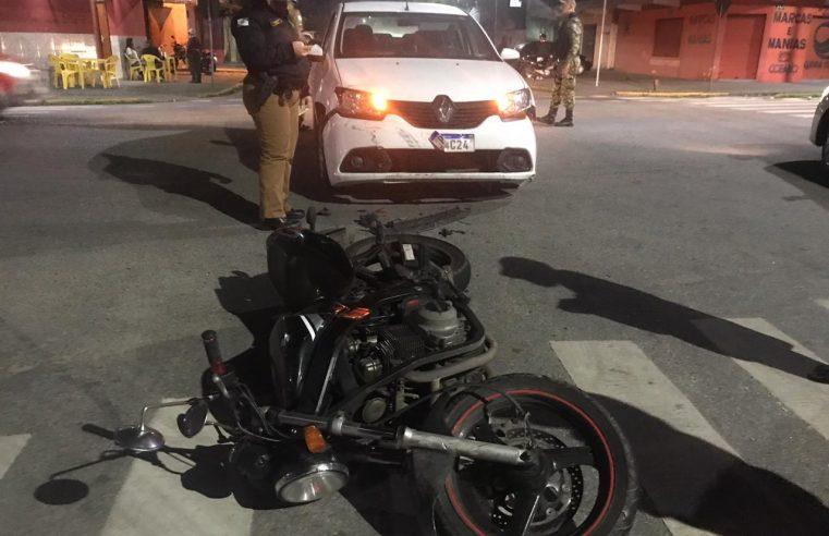 Acidente entre carro e moto deixa duas pessoas feridas no Porto dos Padres, em Paranaguá