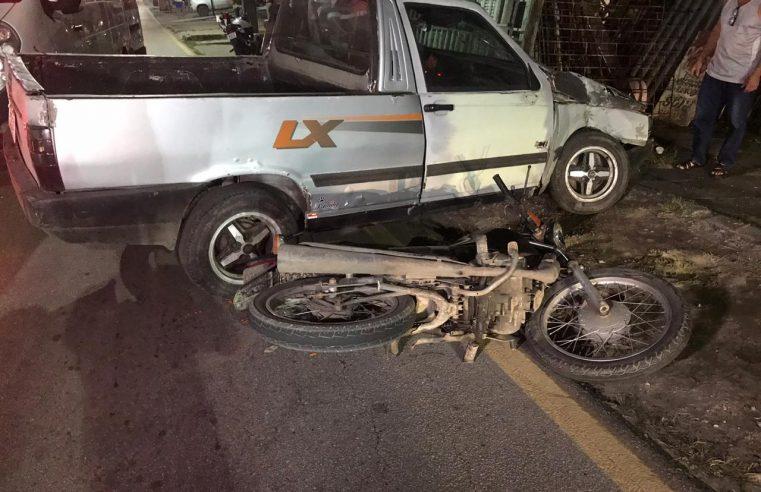 Carro e moto colidem na Vila São Vicente