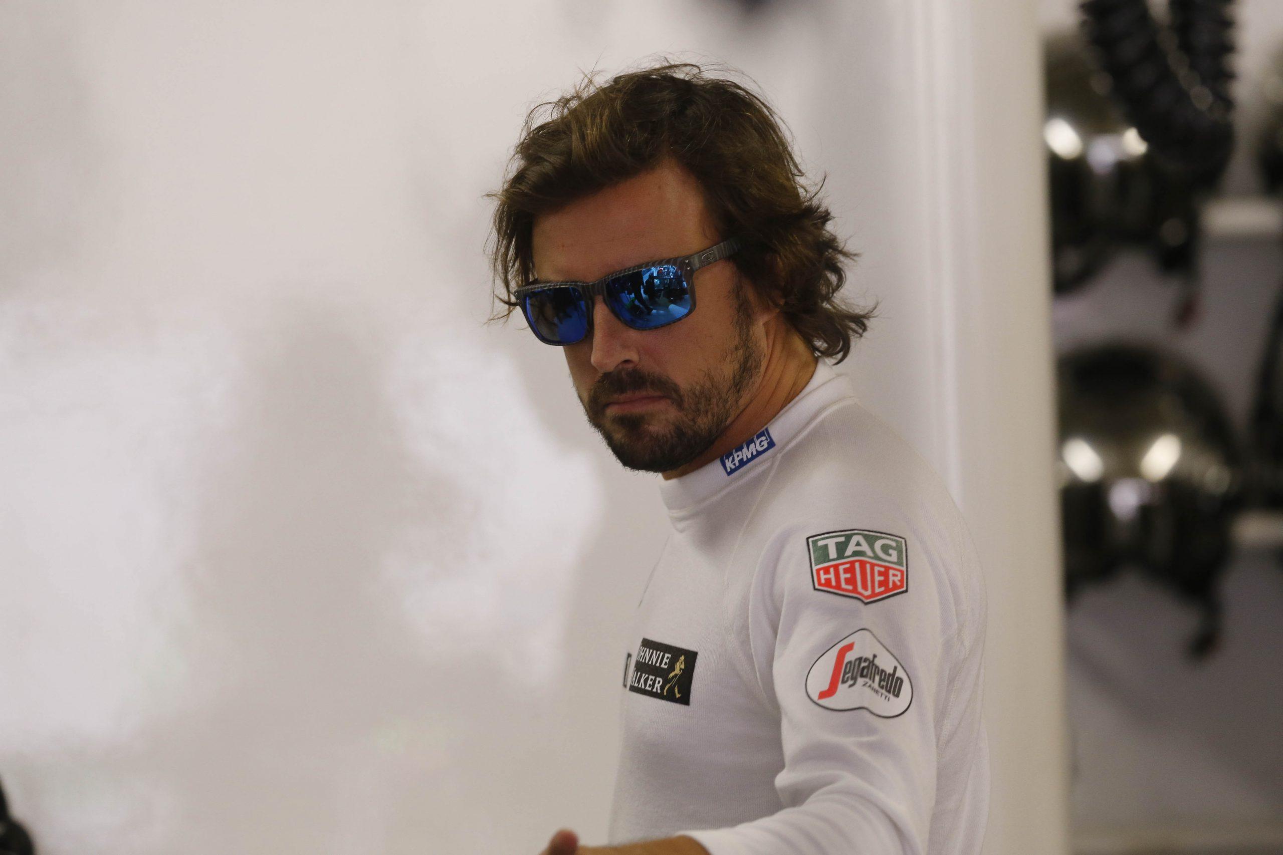 Alonso testa carro da Renault pela primeira vez em Barcelona