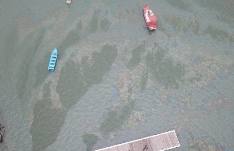 Óleo vaza na baía de Guaratuba: Órgãos ambientais investigam origem do vazamento
