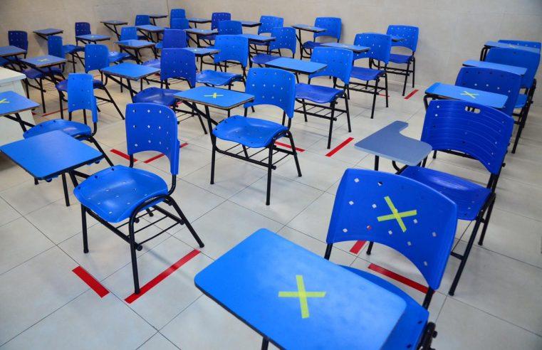 Covid-19: vacinação em profissionais da educação inicia nesta terça-feira, em Paranaguá