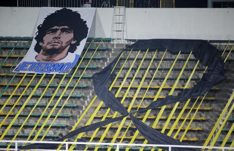 Enfermeira diz que Maradona caiu e bateu cabeça seis dias antes de morrer