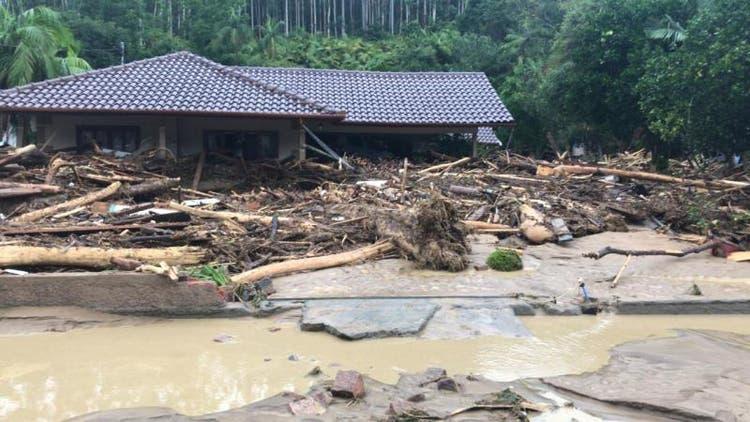 Chuva forte deixa ao menos sete mortos em Santa Catarina