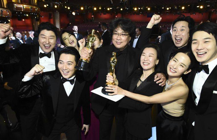 Oscar do ano que vem terá cerimônia presencial em abril, afirma revista