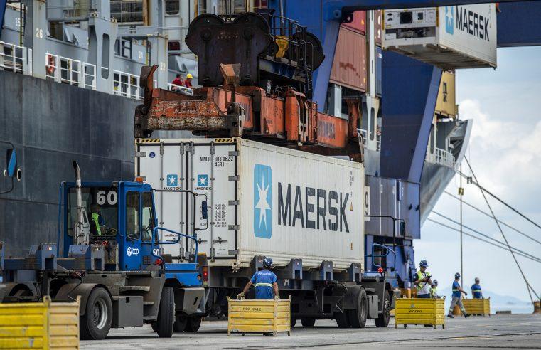 Porto de Paranaguá amplia capacidade de carregamento de contêineres