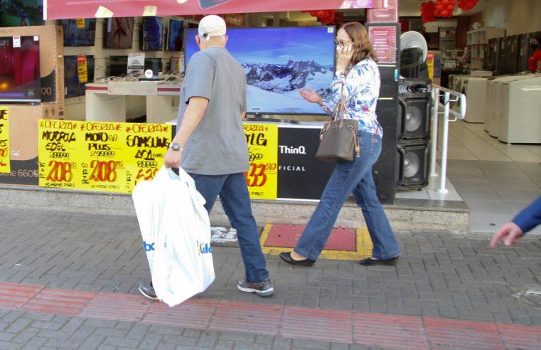 Comércio não essencial deve funcionar durante feriado de Corpus Christi