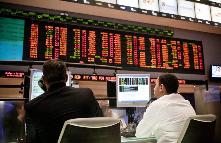 Dólar sobe 5,53% em janeiro, maior alta mensal desde o início da pandemia