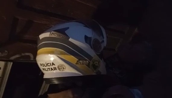Mulher desmaiada após convulsão é salva por policiais militares da ROCAM em Pontal do Paraná