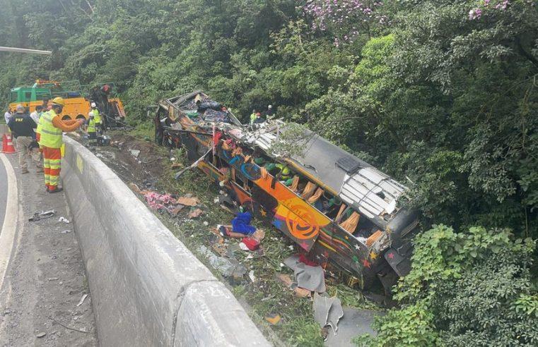 Polícia Civil deflagra operação contra os envolvidos no acidente que matou 19 pessoas na BR-376 em Guaratuba