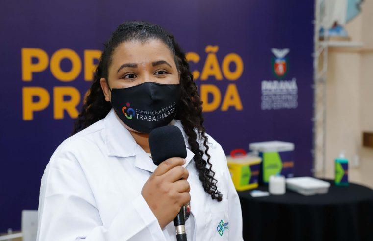 Enfermeira parnanguara é a primeira a ser vacinada no Paraná