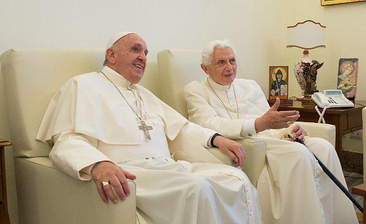 Papa Francisco e Bento XVI tomam primeira dose de vacina contra o coronavírus