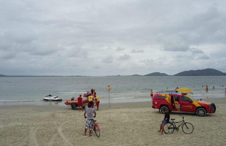 Bombeiros fazem buscas por criança que se afogou em Pontal do Paraná