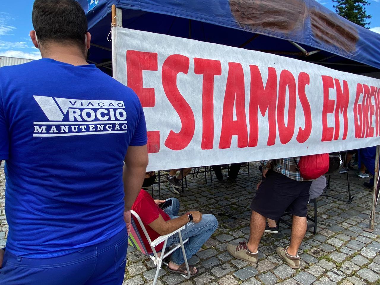 Motoristas do transporte público de Paranaguá começam greve