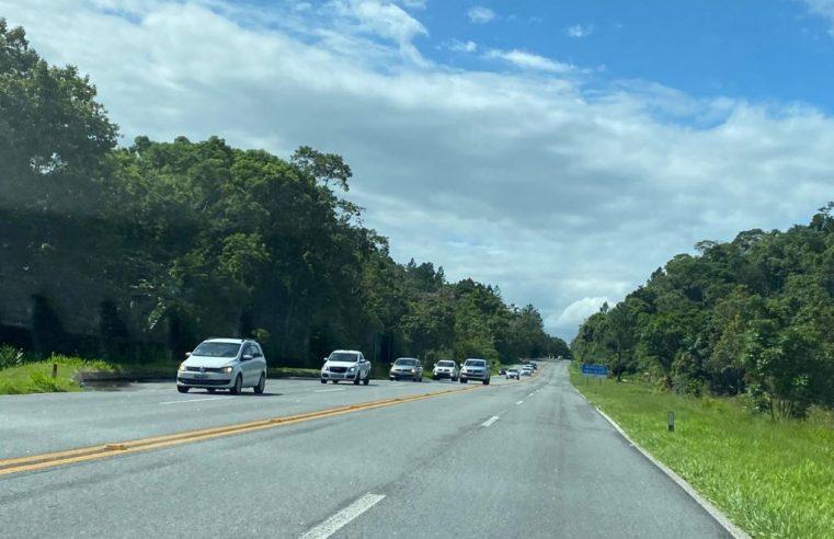 Volta do feriado: mais de 35 mil veículos devem retornar à Curitiba neste domingo