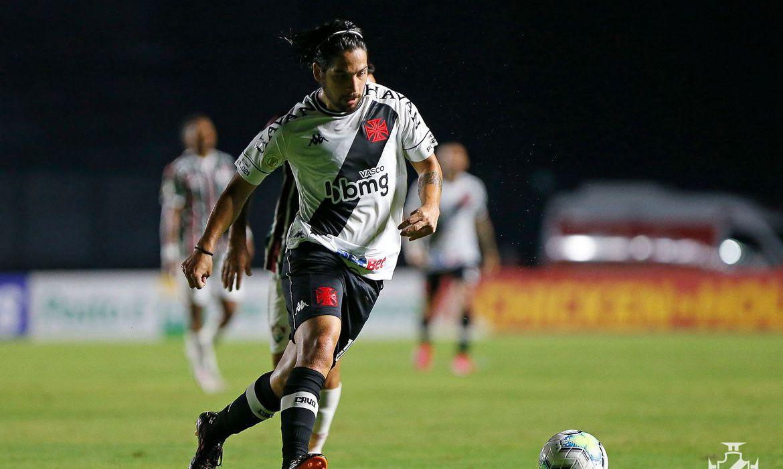 Vasco anuncia prorrogação de empréstimo do argentino Benítez