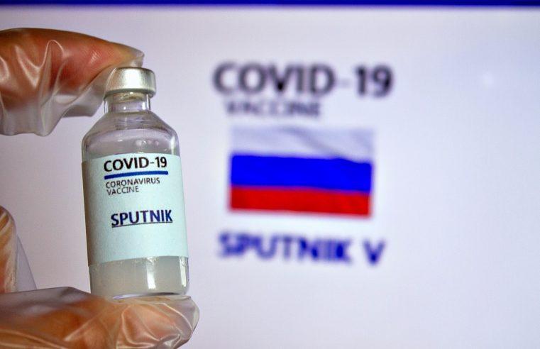 Governo autoriza dispensa de licitação para comprar vacinas russa e indiana