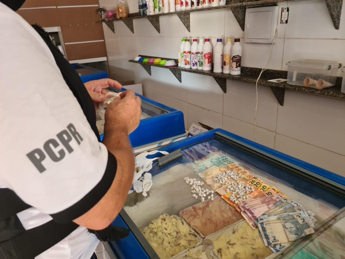 Homem é preso acusado de usar sorveteria para vender drogas em Pontal do Paraná
