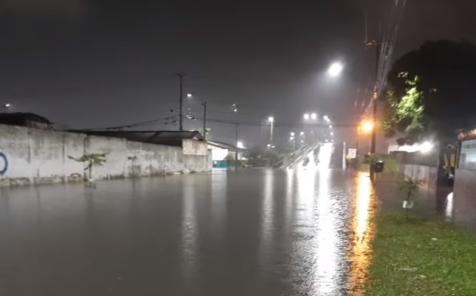Chuva intensa provoca alagamentos em diversos pontos de Paranaguá