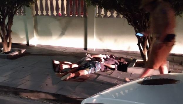 Dupla é presa após assaltar mulher em ponto de ônibus em Paranaguá