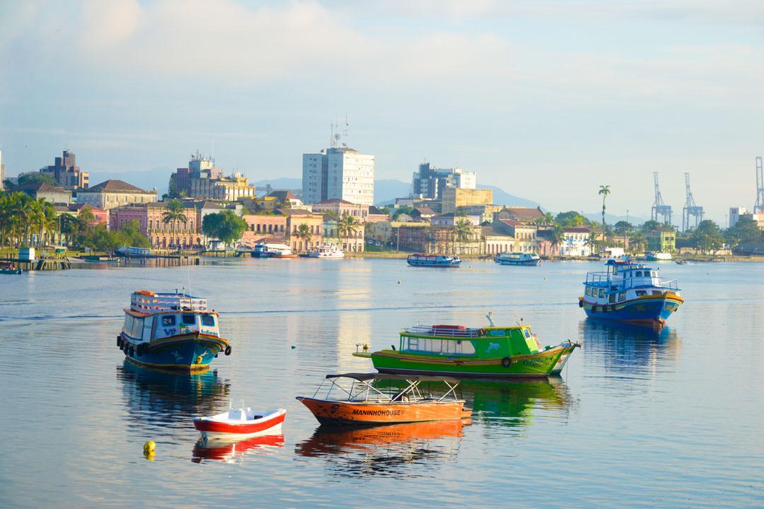 Passeio de barco é opção de turismo na Baía de Paranaguá