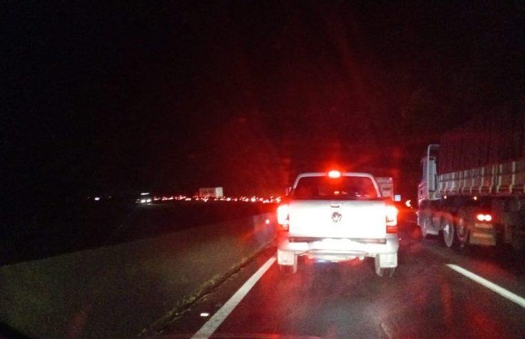 Carro capota e provoca lentidão na BR-277, no km 47 sentido Litoral