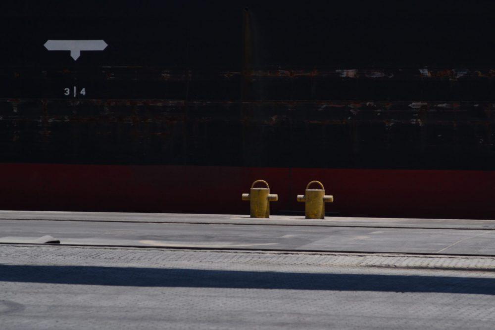 Por que os cascos dos navios são pintados de vermelho?