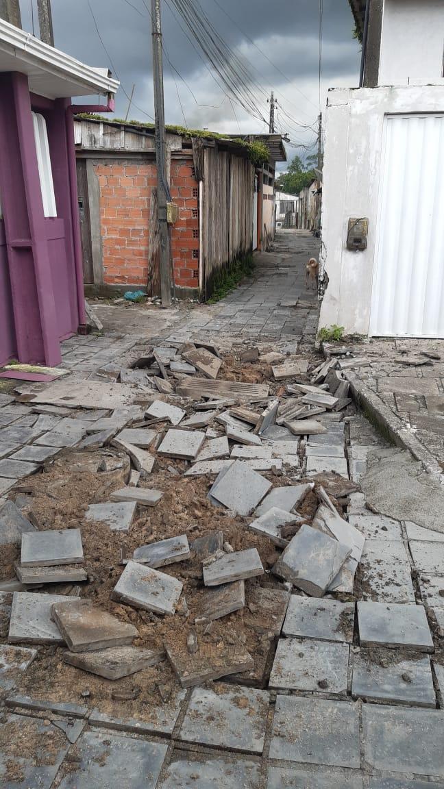 Bueiros explodem em vários pontos de Paranaguá, na manhã de hoje (01)
