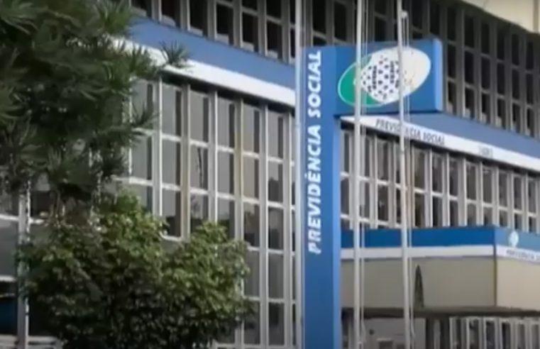Governo adianta 13º salário de aposentados e pensionistas do INSS