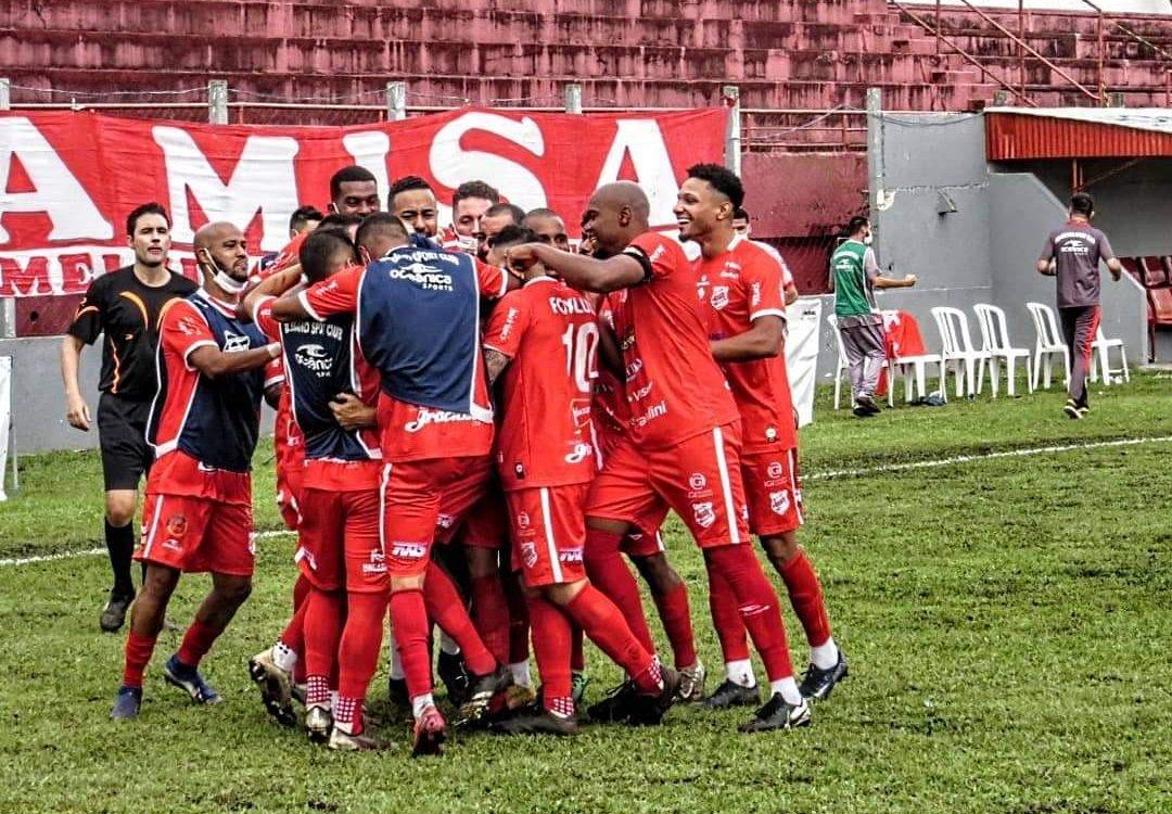 Após 58 anos sem ganhar do Coritiba na Estradinha, Rio Branco vence e permanece na elite do Campeonato Paranaense