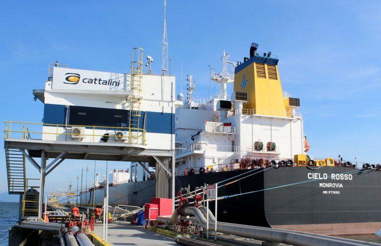 Porto de Paranaguá recebe maior navio tanque da história