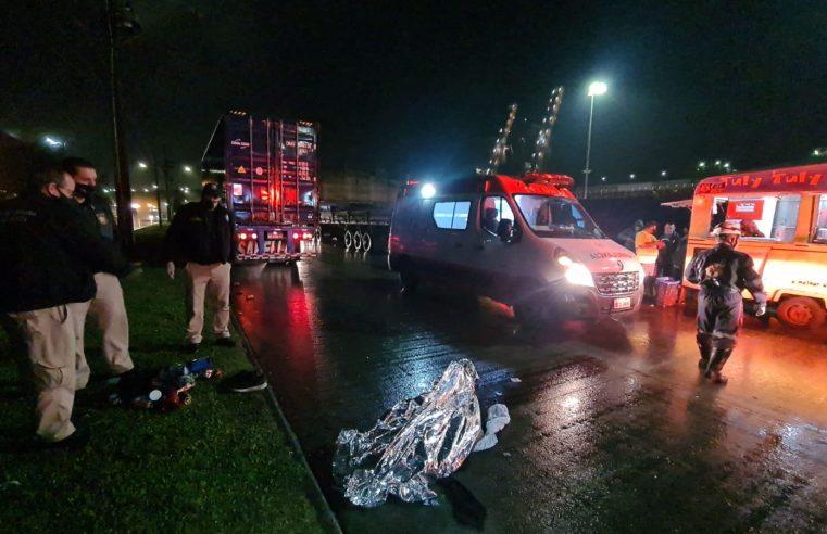 Homem morre após ser atropelado por caminhão na região portuária, em Paranguá