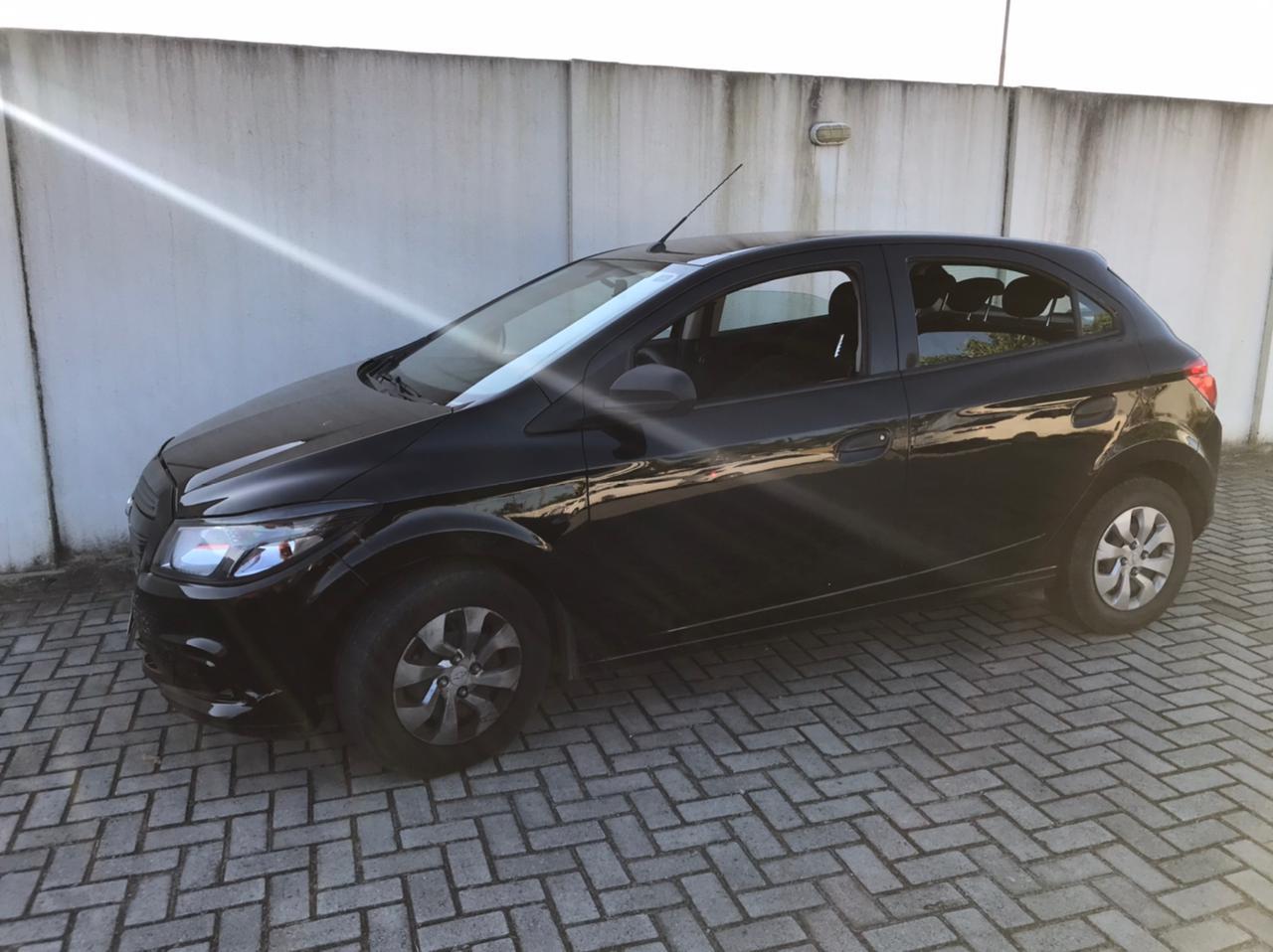 Carro roubado em Curitiba é recuperado na cidade de Paranaguá; na abordagem entorpecentes foram apreendidos