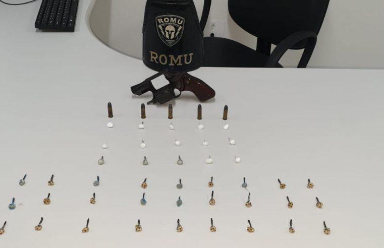 ROMU apreende arma de fogo e entorpecentes em Paranaguá