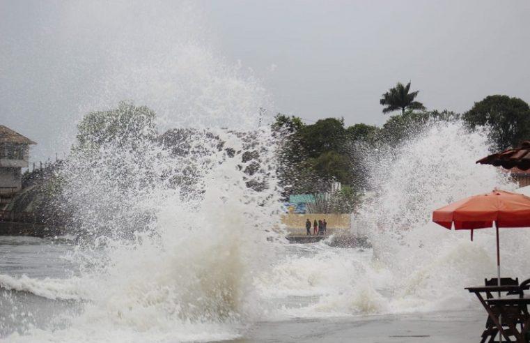 Marinha alerta para ventos fortes e ondas de 3,5 metros no litoral do Paraná