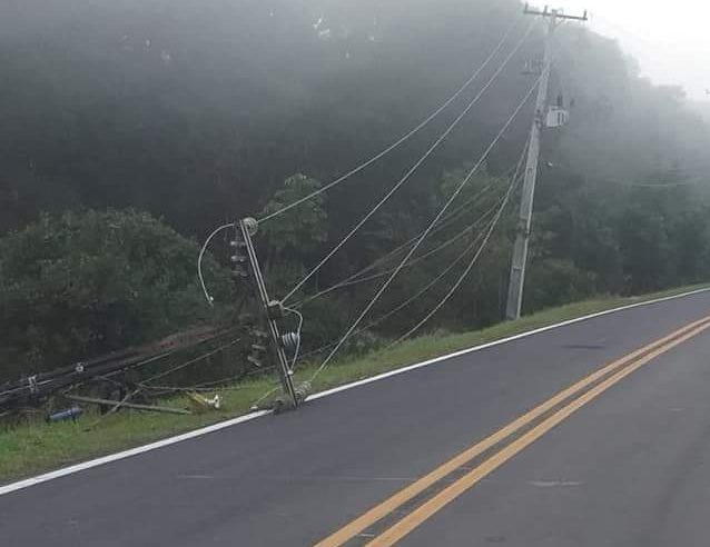 Criminosos derrubam postes de energia e furtam fios de cobre, em Pontal do Paraná