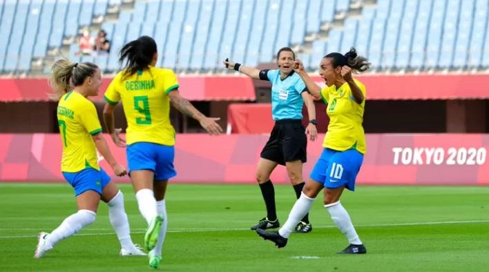 Brasil começa Olimpíada com pé esquerdo de Marta e goleia a China
