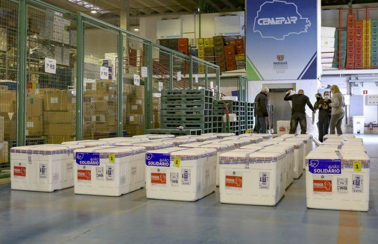 Nova remessa de 649 mil vacinas contra a Covid-19 chega a partir desta terça-feira (27) ao Paraná