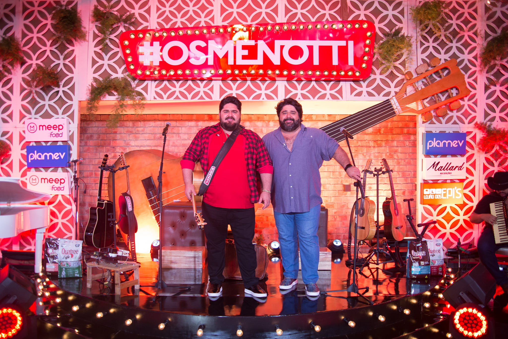 César Menotti e Fabiano cantam em homenagem aos 373 anos de Paranaguá