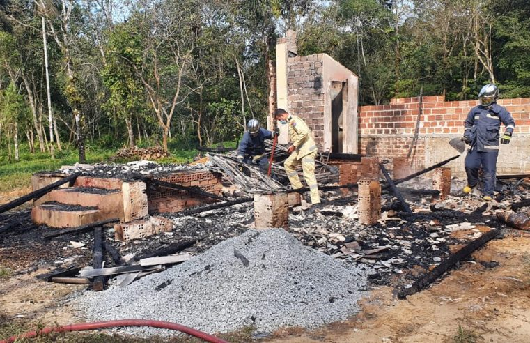 Corpo carbonizado é encontrado dentro de casa incendiada, em Morretes