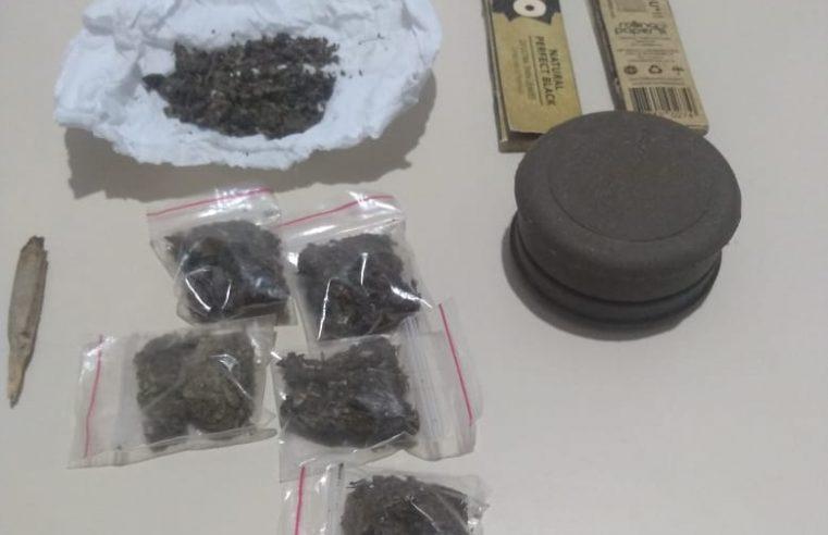 Adolescente de 13 anos é apreendido por tráfico de drogas em Morretes; um homem foi preso