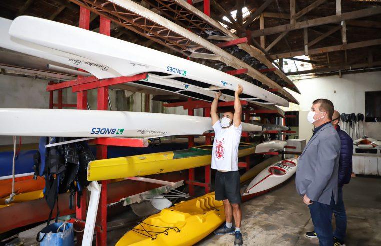 Prefeitura de Paranaguá oferta aulas de remo gratuitas
