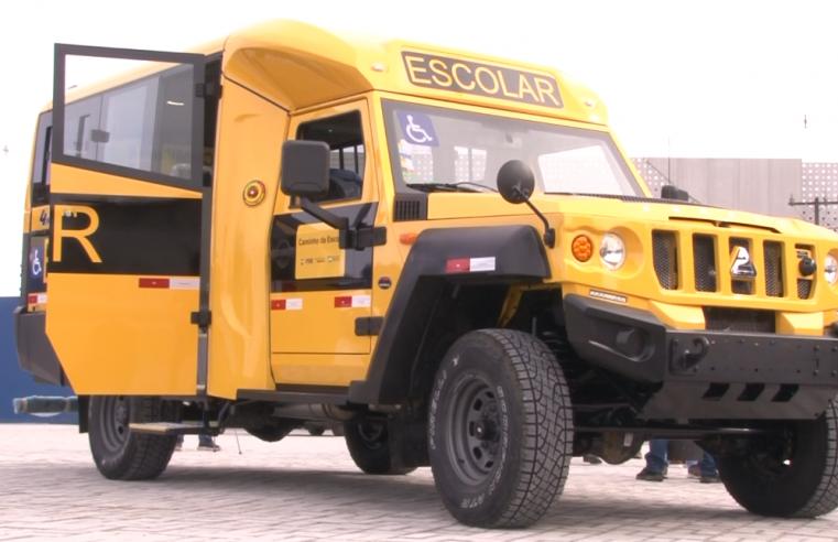 Deputada Federal Christiane Yared entrega micro-ônibus escolar para Paranaguá
