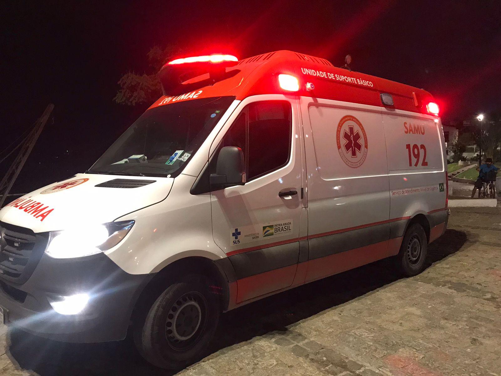 Jovem é assassinado com quatro tiros na cabeça na Praça do Guincho, em Paranaguá